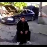 Airbag nascosto nel pneumatico e l'amico va in aria