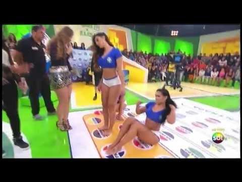 Brasiliane si mettono a giocare al TWISTER