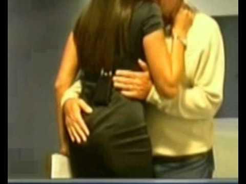 Gene Gnocchi ha la mano lunga con Ilaria D'Amico