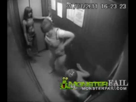 Imbecilli in ascensore si mettono a fare la p..