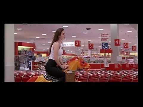 Jennifer Connelly al centro commerciale