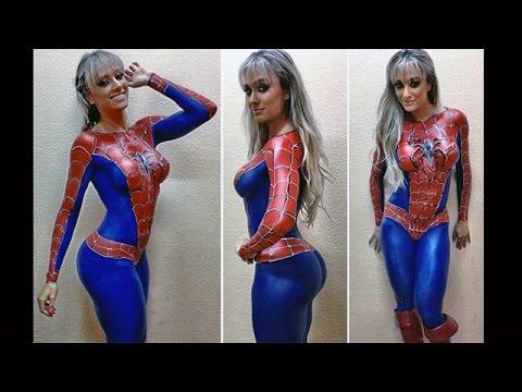 La brasiliana in versione spiderman bodypaint