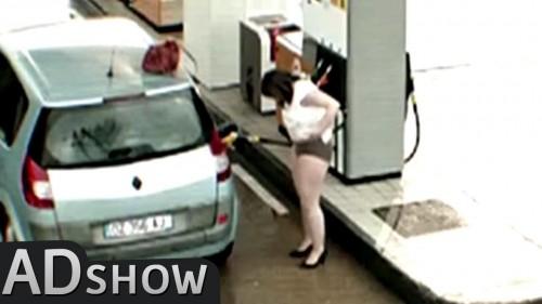 La sorveglianza registra tutto alla pompa di benzina
