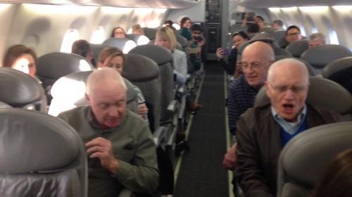 L'aereo è in forte ritardo ma arriva una sorpresa
