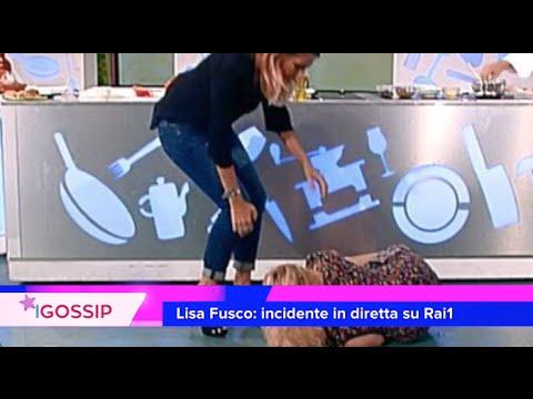 Lisa Fusco fa la spaccata in diretta e si fa male