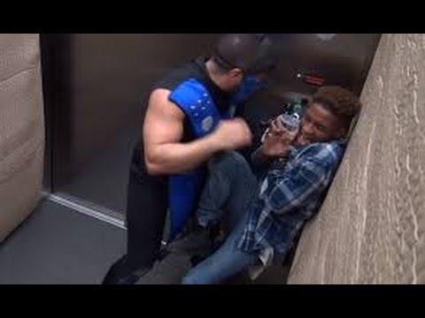 Lo scherzo di Mortal Kombat in ascensore