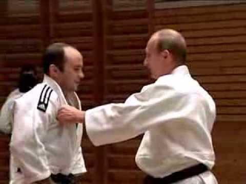Putin con il campione di Judo Gamba e poi tutti a terra