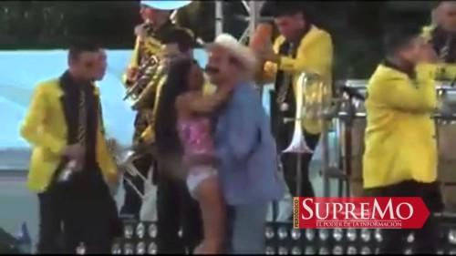 Un sindaco messicano alza la gonna ed è bufera