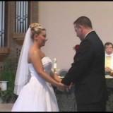 Vanno giù le braghe durante il matrimonio